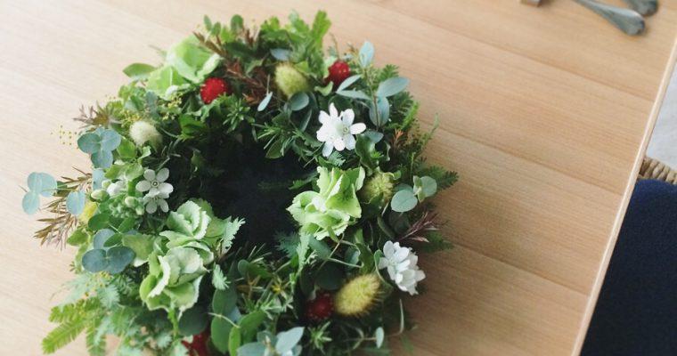 2月の草花のワークショップ 〜芽吹きの花とハーブのテーブルリース〜